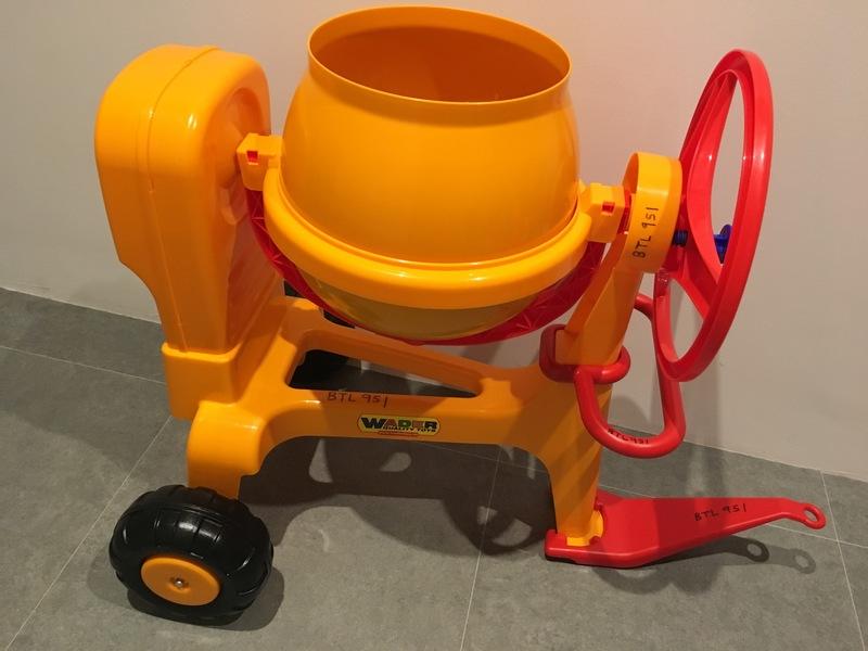 951: Cement mixer