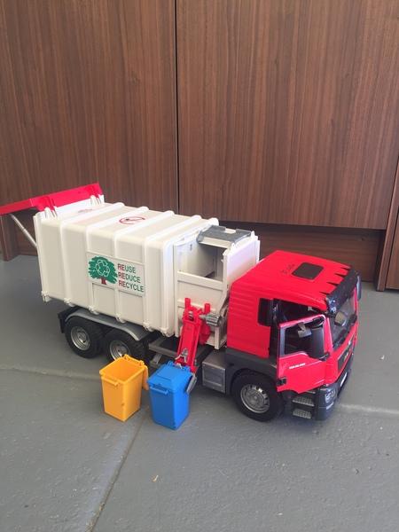 0656: Garbage truck
