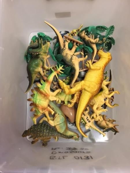 0131: Dinosaur animal figures