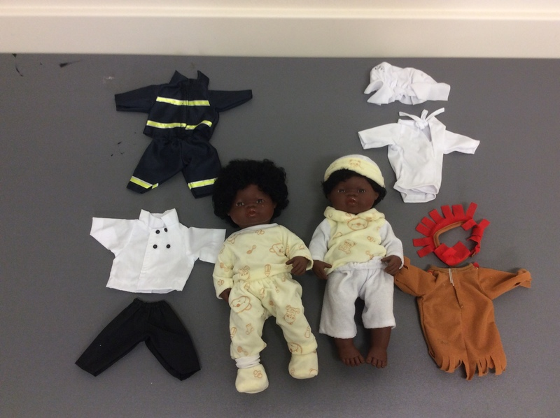 0668: Twin African Dolls With Clothes