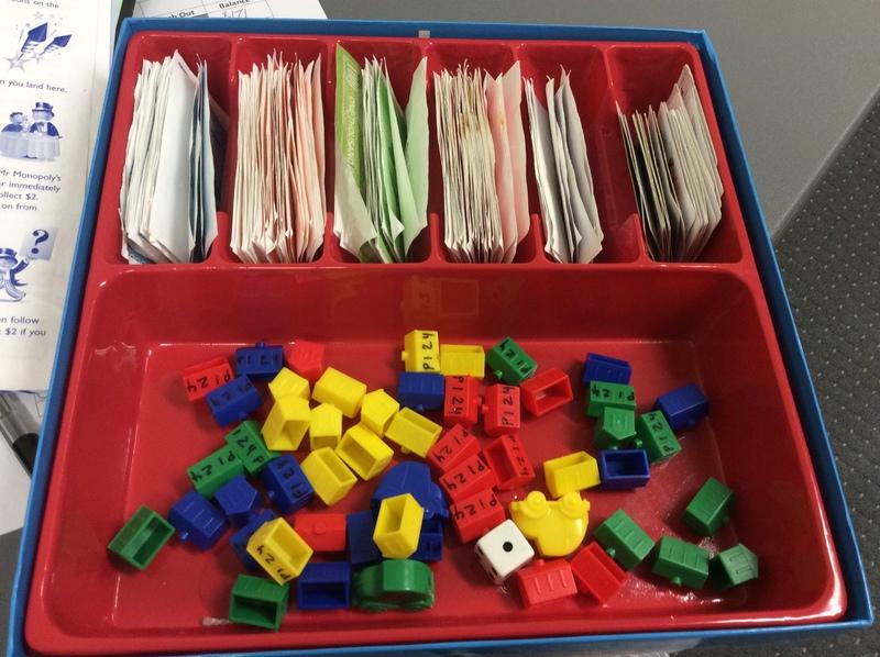 P124: Monopoly Junior