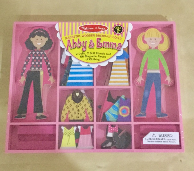 0493: Wooden dress up dolls