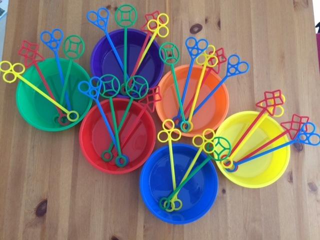0558: Bubble wands & Bowls