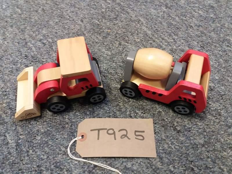T925: Wooden cement mixer