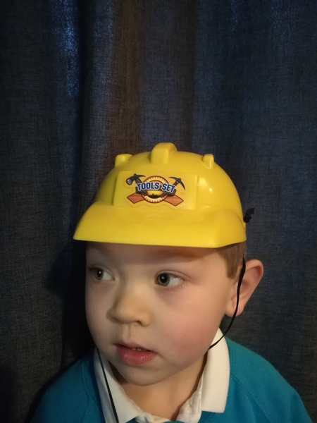 ac80: yellow hard hat