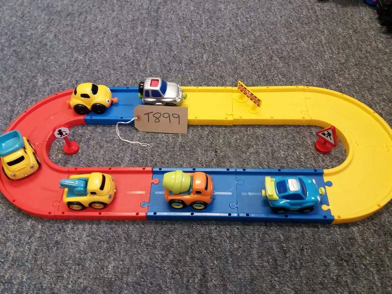 T899: Train track and vehicles