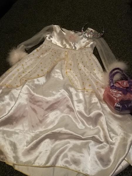 T666: PRINCESS COSTUME 5-6 years with tiara and bag