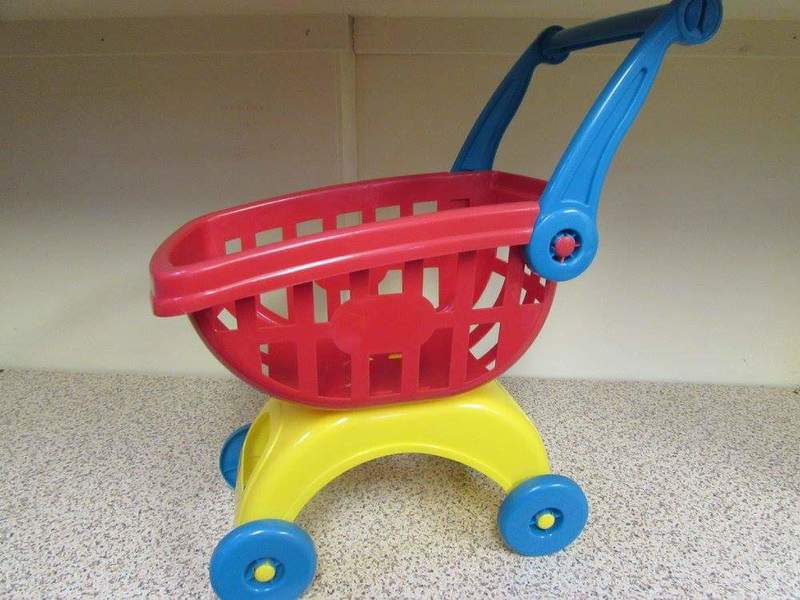 a13: small plastic shopping trolley