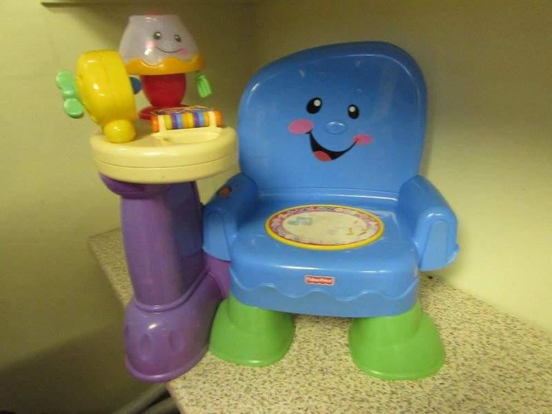 T843: Talk 'n Learn Chair