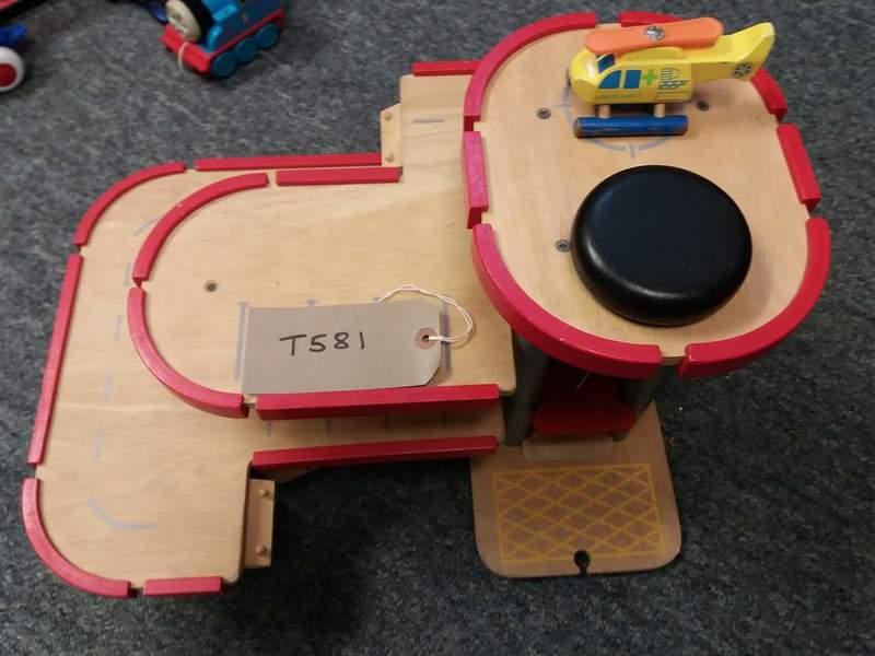 t581: Plan Toys Parking Garage