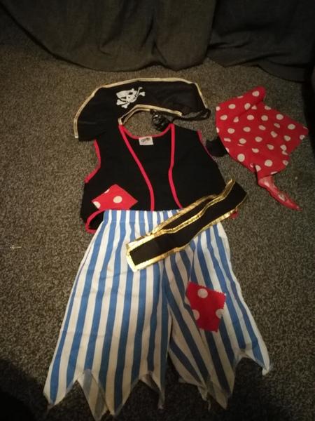 D3181: pirate dress up set. 6 pieces