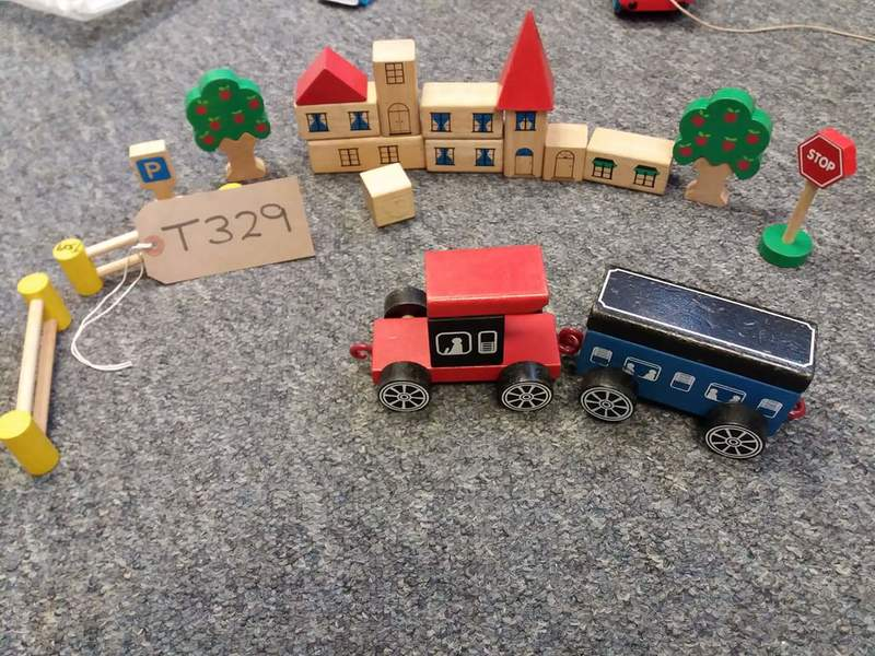 T329: WOODEN TOWN AND VEHICLES