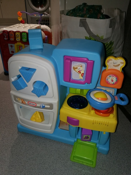 AG19: little tikes fridge and cooker shape sorter