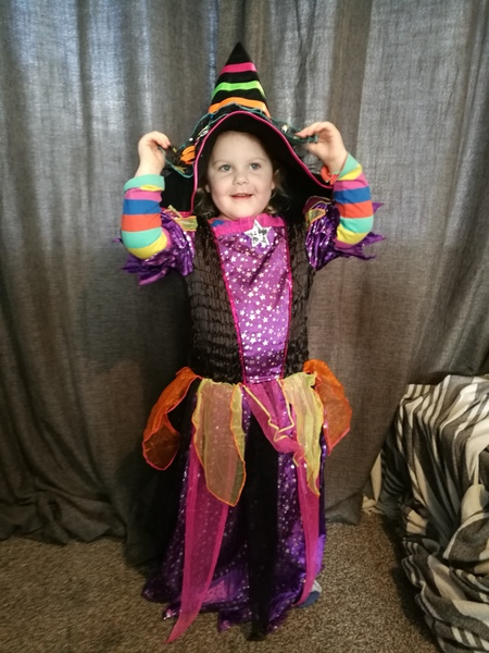 D1: girls witches fancy dress and hat