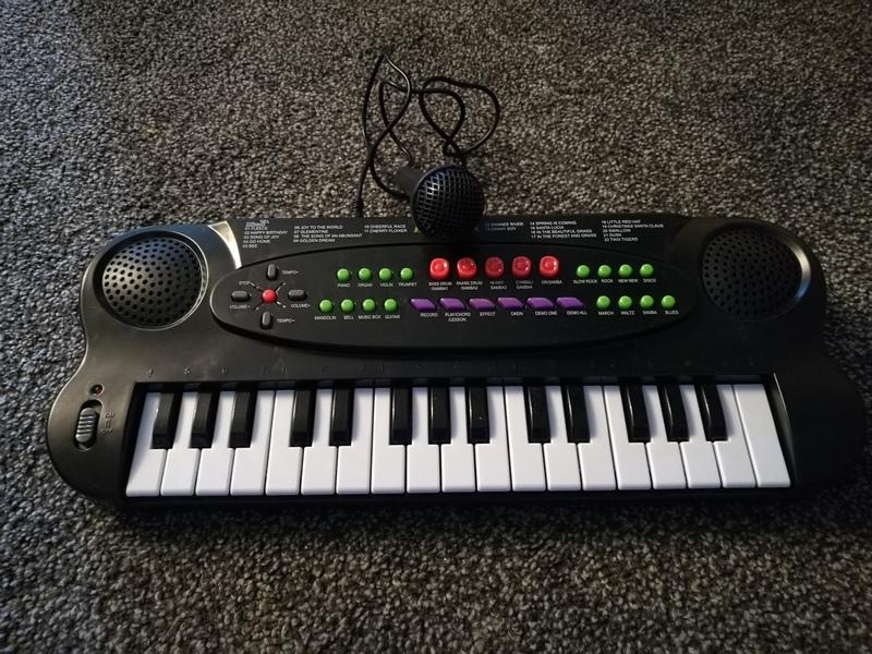 mu2: small piano and mic