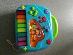 ba8: baby piano and phone