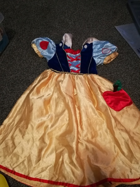 d5: snow white dress, 3-4 years