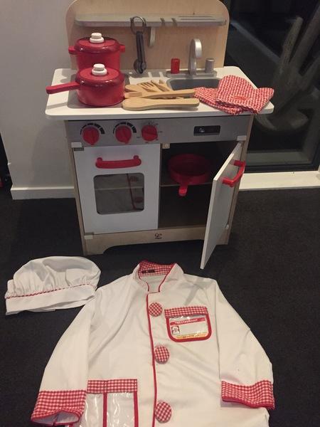 463: White gourmet kitchen