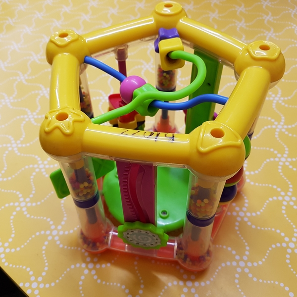 B1022: FIVE SIDED ACTIVITY TOY
