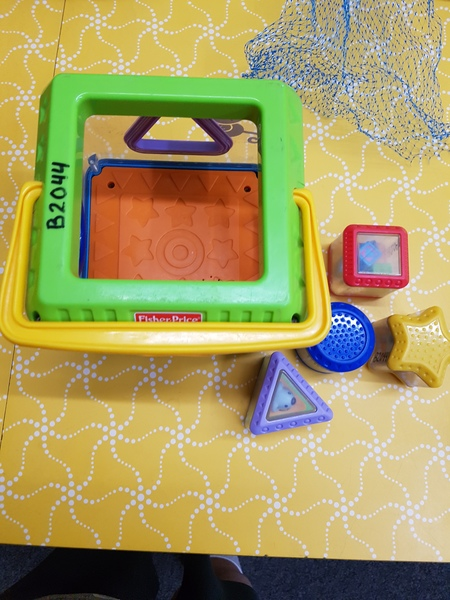 B2044: PEEK A BLOCKS SHAPE SORTER