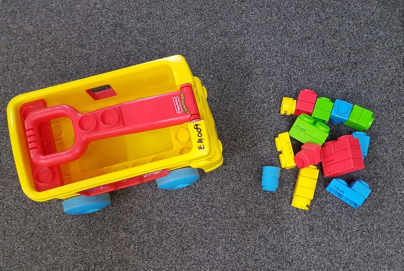 E4009: LIL PEOPLE WAGON & BLOCKS