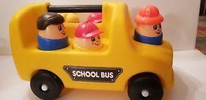 E1154: SCHOOL BUS & PEOPLE