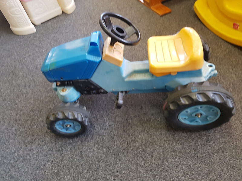 A1154: PEDAL TRACTOR