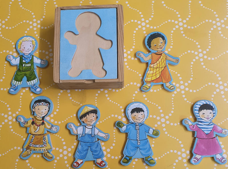 P1132: KIDS ROUND WORLD DRESS UP