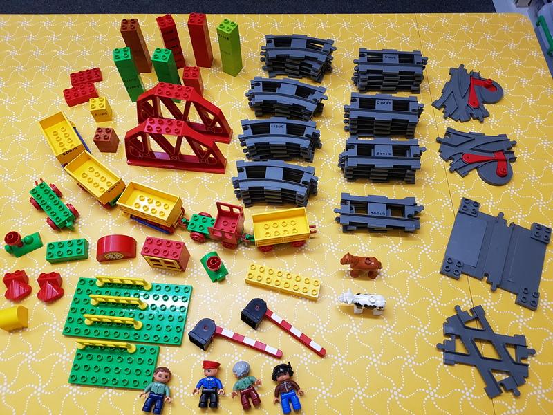 C1005: LEGO PUSH TRAIN SET