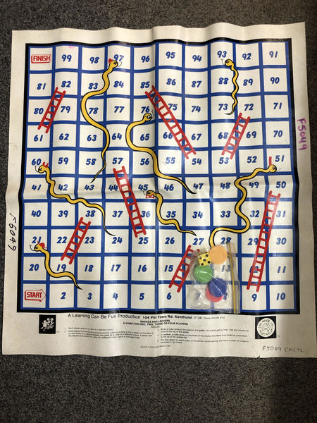 G1061: SNAKES AND LADDERS GAME