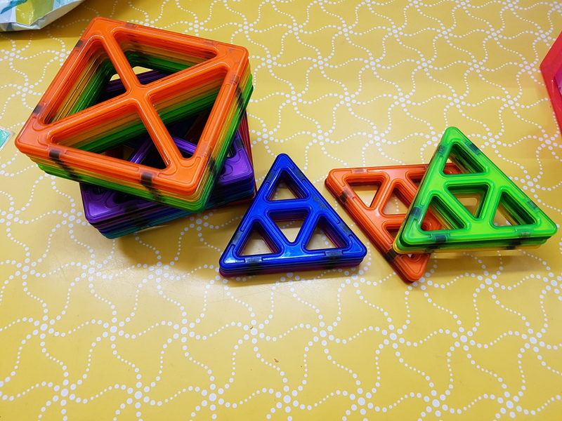 C1044: MAGFORMERS MAGNETIC BUILDING