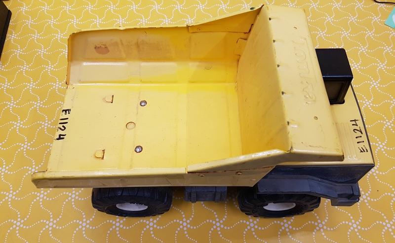 E1124: TONKA DUMP TRUCK