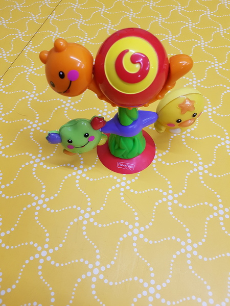 B5069: SPIN N PLAY SUCTION TOY