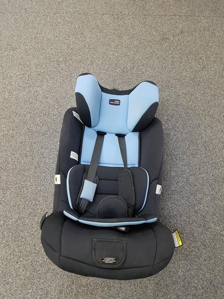 CS117: HARNESSED CAR SEAT