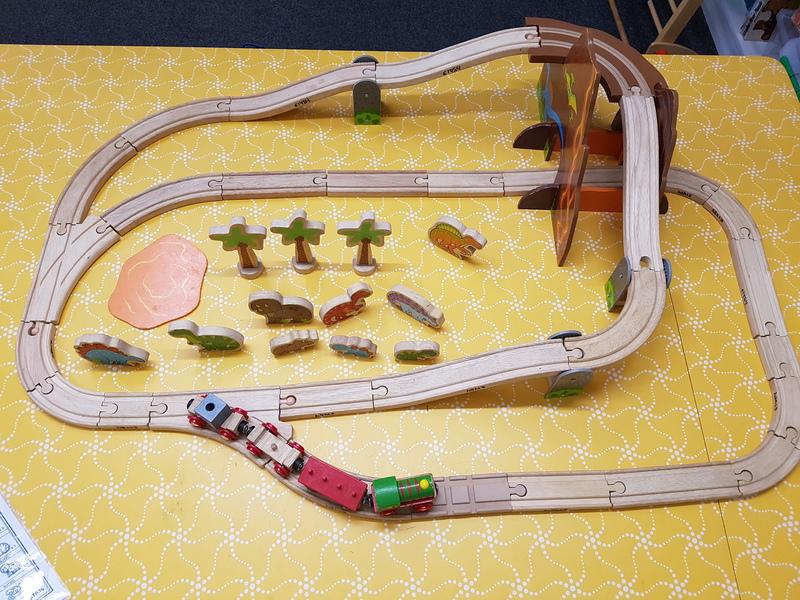 E1484: DINOSAUR TRAIN SET