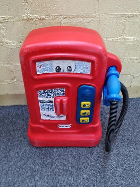 E1542: PLASTIC PETROL PUMP