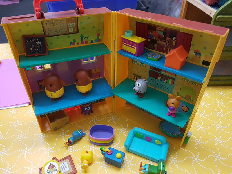 C1274: Hey Duggee Squirrel Clubhouse