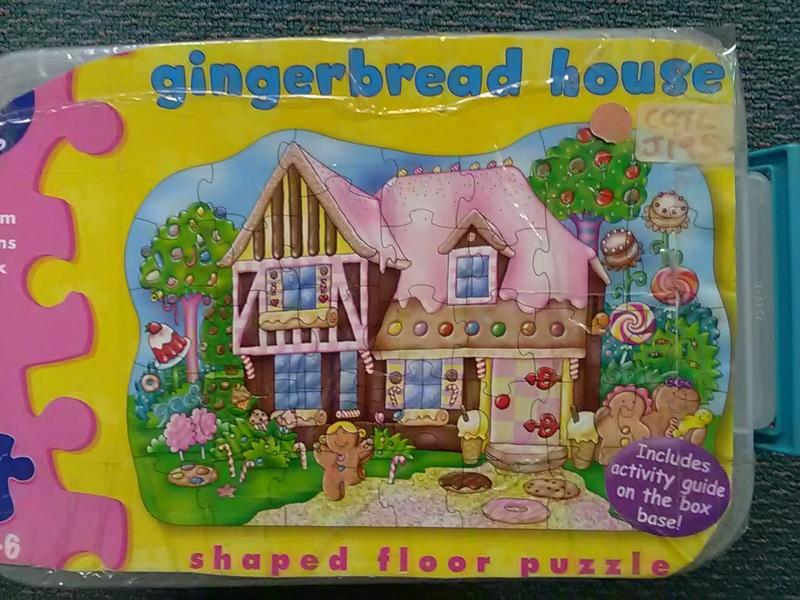 J195: Gingerbread House (35)