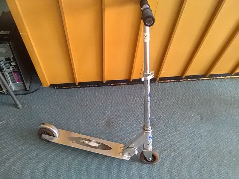 810: 2 wheel scooter