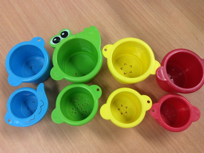 E1.447.3: STACKING CUPS AND SEE ANIMALS