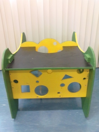 C4.088.4: GREEN & YELLOW CASTING TABLE