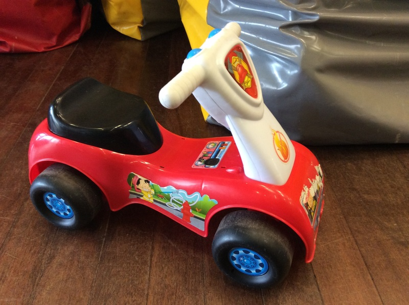 A2.031.3: Fisher Price Scoot & Ride Fire Engine