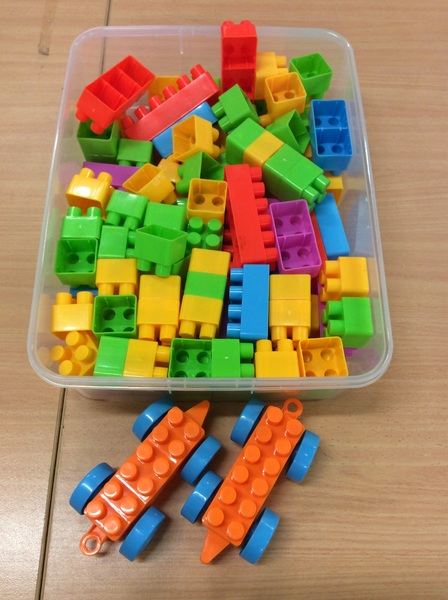 C3.487.1: COLOURED BLOCK SET WITH TRAINS