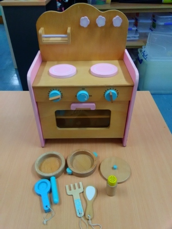 E2.151.5: MINI WOODEN KITCHEN