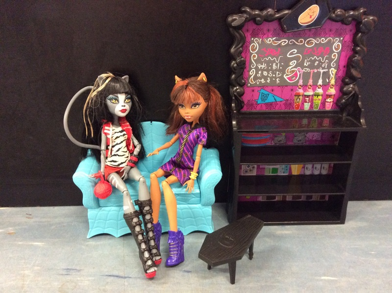 E2.997.1: Monster High dolls and accessories