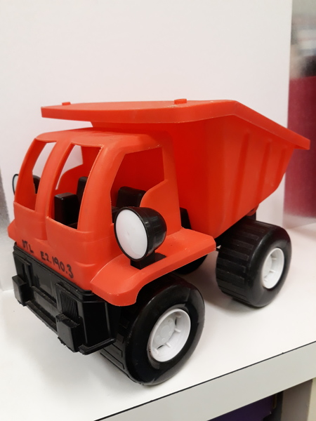 E2.190.3: RED AND BLACK DUMP TRUCK