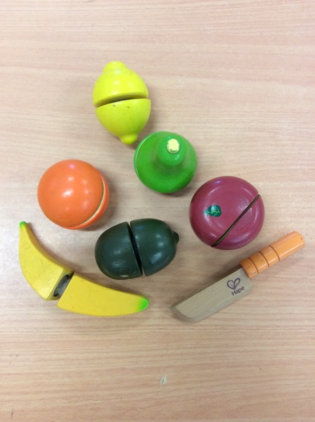 D1.011.2: Wooden Cutting Fruit Set