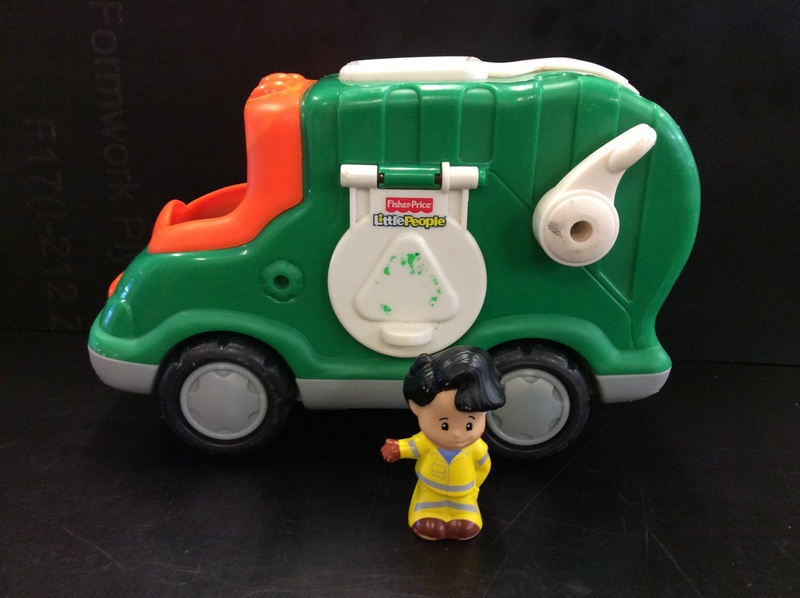 E2.119.4: FISHER-PRICE RECYCLING TRUCK