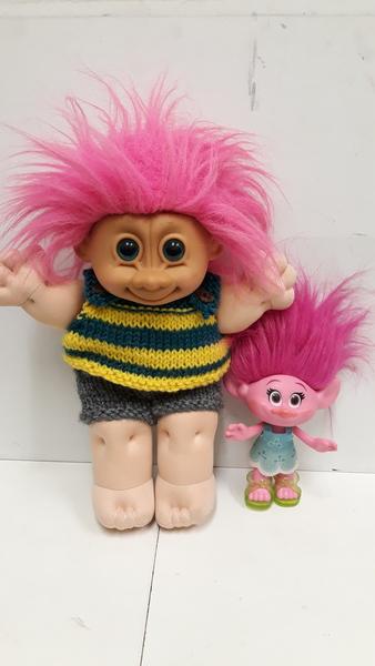 E2.096.1: Troll Dolls X2