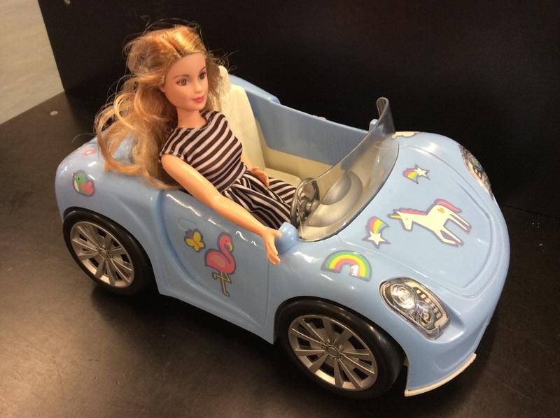 E2.337.3: BLUE BARBIE CAR